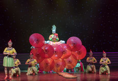 Casandose equipo-ella danza popular aduana-china de la nacionalidad Imagenes de archivo