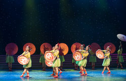 Casandose procesión-ella danza popular aduana-china de la nacionalidad Fotos de archivo