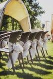 Casandose sillas adornadas al aire libre Fotos de archivo libres de regalías