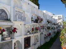 CASARES, ANDALUCIA/SPAIN - 5-ОЕ МАЯ: Взгляд кладбища в Casar Стоковое фото RF
