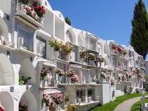 CASARES, ANDALUCIA/SPAIN - 5 MAI : Vue du cimetière à Casar Images libres de droits