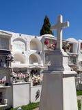 CASARES, ANDALUCIA/SPAIN - 5 MAI : Vue du cimetière à Casar Photographie stock libre de droits