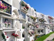 CASARES, ANDALUCIA/SPAIN - 5 MAI : Vue du cimetière à Casar Images stock