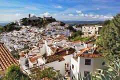 Casares miasteczko pod niebieskim niebem Zdjęcia Royalty Free