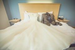Casarse el traje para la novia y el novio Imagen de archivo libre de regalías
