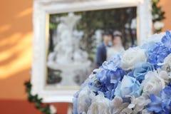 Casarse la flor de la decoración y la llama de la imagen imagen de archivo