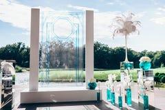 Casarse las decoraciones florales para la ceremonia Imágenes de archivo libres de regalías