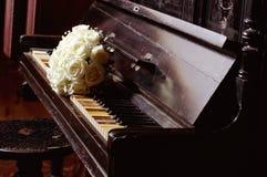 Casarse las flores blancas hermosas Imagen de archivo