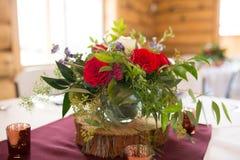 Casarse las piezas centrales florales Imágenes de archivo libres de regalías