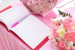 Casarse los libros de firma, lista de la huésped Foto de archivo libre de regalías