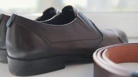 Casarse - prepare los accesorios del ` s - los zapatos del ` s de los hombres almacen de video