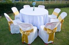 Casarse sillas y las cubiertas fotos de archivo libres de regalías