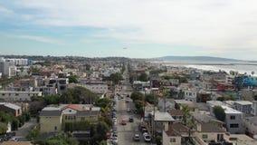 casas aéreas de la calle de la ciudad del Océano Pacífico de 4k Los Angeles Venice Beach almacen de metraje de vídeo