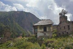 Casas abandonadas en Svaneti, Georgia Foto de archivo