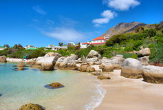 Casas acima da praia imagens de stock royalty free