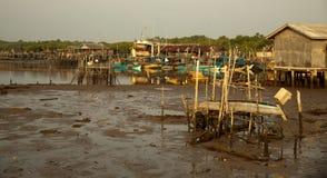 Casas afetado na vila em Bintan, Indonésia Imagens de Stock Royalty Free