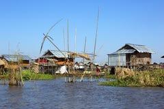 Casas afetado na vila no lago Inle Foto de Stock