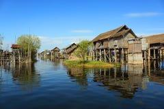 Casas afetado na vila no lago Inle Foto de Stock Royalty Free
