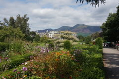 Casas ajustadas na cena da montanha Foto de Stock Royalty Free