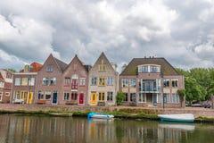 casas al lado del río, queso Edam, los Países Bajos Imagen de archivo