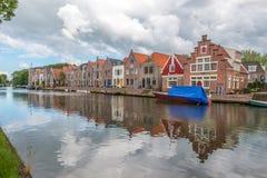casas al lado del río, queso Edam, los Países Bajos Foto de archivo libre de regalías