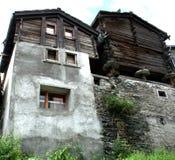 Casas alpinas medievales 7743 Fotos de archivo