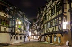 Casas Alsatian del estilo en el área de Petite France de Estrasburgo Fotos de archivo