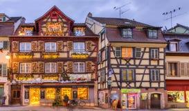 Casas Alsatian tradicionales en invierno Imágenes de archivo libres de regalías