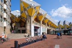 Casas amarelas características bonitas do cubo no centro de Rotterdam, os Países Baixos fotos de stock royalty free