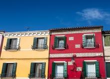 Casas amarelas e vermelhas em Burano Imagens de Stock Royalty Free