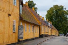 Casas amarelas velhas na cidade de Soro em Dinamarca Imagem de Stock