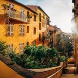 Casas amarillas en ciudad vieja Fotos de archivo libres de regalías