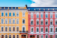 Casas amarillas y rojas del vintage Foto de archivo