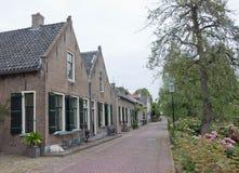Casas antigas na vila holandesa de Drimmelen Imagem de Stock