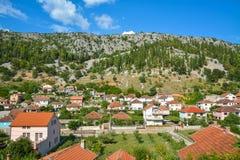 Casas aseadas en la pequeña ciudad Trebinje, Bosnia y Herzegovina Fotos de archivo libres de regalías