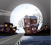 Casas assombradas na noite do fullmoon fotos de stock royalty free