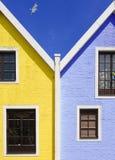 Casas azules y amarillas foto de archivo libre de regalías