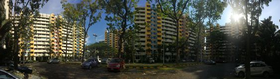 Casas baratas do apartamento de Singapura HDB fotos de stock royalty free