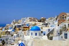 Casas blancas asombrosas de Santorini Imagen de archivo