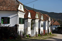 Casas blanqueadas en Torocko, pueblo de Rimetea. Rumania Imagen de archivo libre de regalías
