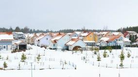 Casas bonitas durante o período do inverno de tempo video estoque