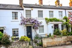 Casas británicas tradicionales en Richmond, cerca de Londres, Reino Unido foto de archivo