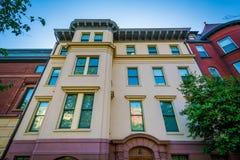 Casas cerca del círculo de Du Pont, en Washington, DC Imagen de archivo libre de regalías