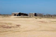 Casas, cidade pequena da vila no deserto de Guajira, área dos pobres de Colômbia Imagem de Stock Royalty Free