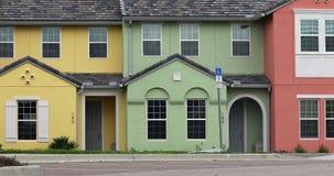 Casas colgantes coloridas metrajes