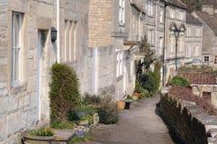Casas colgantes y camino Imágenes de archivo libres de regalías