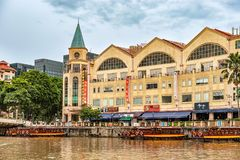 Casas coloniales coloridas a lo largo del río de Singapur en Singapur Fotos de archivo