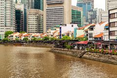 Casas coloniales coloridas a lo largo del río de Singapur en Singapur Imagen de archivo