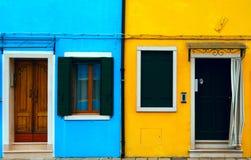 Casas coloreadas de Burano Imágenes de archivo libres de regalías
