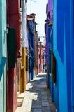 Casas coloreadas en Venecia Italia Imagen de archivo libre de regalías